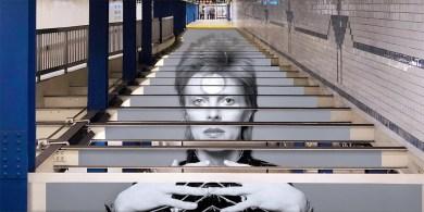 แปลงโฉม สถานีรถไฟฟ้าใต้ดิน เป็นแกลอรี่สำหรับ David Bowie