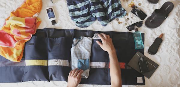 """""""Hang and Roll"""" ตัวช่วยในการจัดเสื้อผ้า ให้ทุกๆ การเดินทางของคุณง่ายขึ้น"""